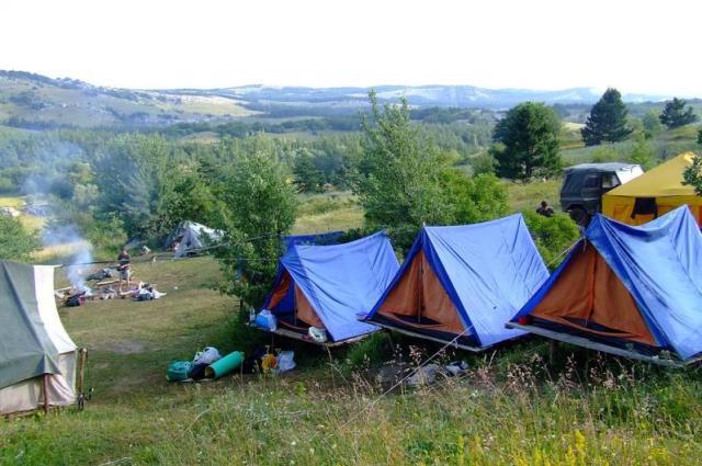 Стоит ли строить свое здание для лагеря? (Фото: gorny-krym.com)