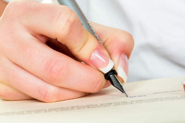 Какие расходы предстоят тому, кто планирует открыть нотариальную контору (фото: Gina Sanders - Fotolia.com).