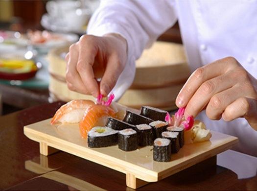 Хороший повар - залог успеха вашего суши-бара (фото: luchshiye.com).