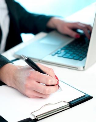 Выбрать подходящий банк можно с помощью интернета (фото: freedigitalphotos.net).