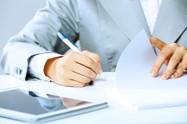 Что необходимо вписать в личную карточку (фото: © Sergey Nivens - Fotolia.com).
