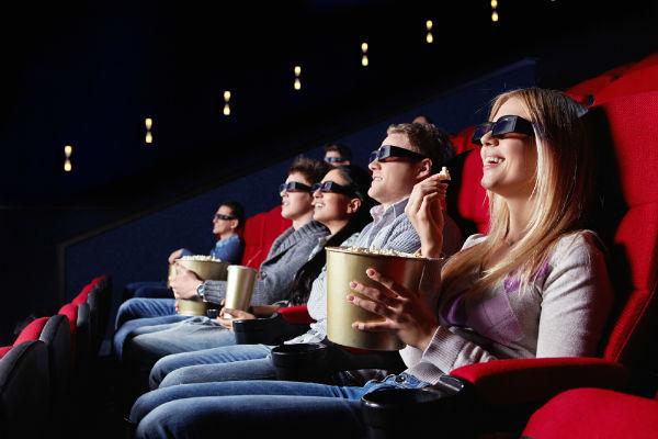 Сколько кинотеатров должно быть в городе, чтобы они приносили прибыль? Изучаем рынок.