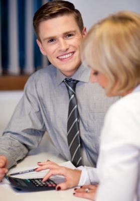 Поговорите с менеджером банка: возможно, он предложит индивидуальные условия (фото: freedigitalphotos.net).