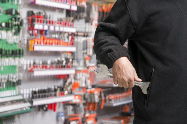 Какие требования предъявляются к продавцам магазина автозапчастей (фото: Fotosenmeer.nl - Fotolia.com).