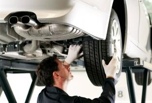 Ремонт машин - это отличная возможность для открытия прибыльного бизенеса (фото: expertiza001.ru).