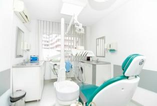 Выбор оборудования для стоматологического кабинета. Фото: Hoda Bogdan - Fotolia.com