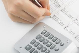Какая система налогообложение выгоднее? Нужно подсчитать (фото: freedigitalphotos.net).
