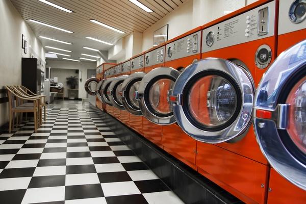Прачечная самообслуживания и оборудование. Фото: PiXXart Photography - Fotolia.com