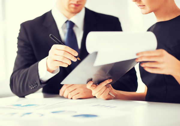 Какие документы могут прилагаться к договору переуступки долга (фото: © Syda Productions - Fotolia.com).