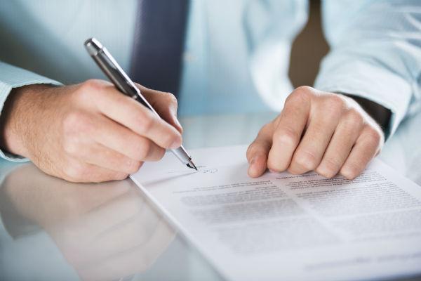Решение учредителя - один из самых важных документов при регистрации ООО. (Фото: Halfpoint - Fotolia.com).