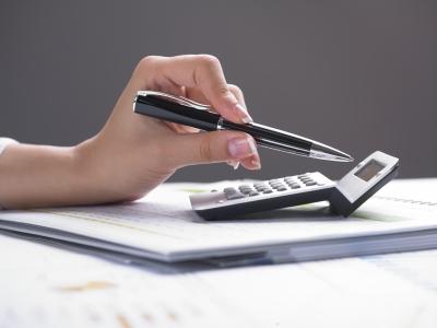 Заверяем пакет документов у нотариуса (фото: freedigitalphotos.net).