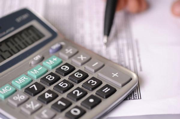 Подсчитываем расходы и доходы (фото: pfpgroup - Fotolia.com).