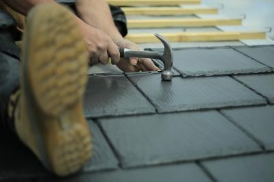 Укладка плитки может быть сопутствующей услугой (фото: freedigitalphotos.net).
