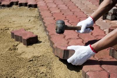Важно найти подходящий рынок сбыта для тротуарной плитки (фото: freedigitalphotos.net).