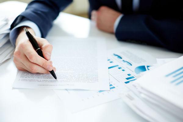 Какие документы нужно представить в налоговую? (Фото: pressmaster - Fotolia.com).
