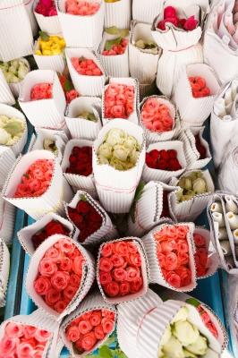 Пусть на витрине будут только свежие цветы (фото: freedigitalphotos.net).