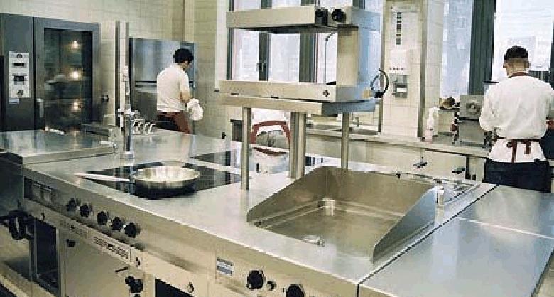 Какое оборудование понадобится персоналу столовой? (Фото: growinggarden.ru)