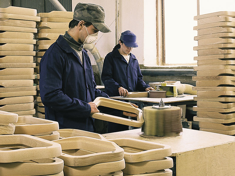 Каких сотрудников необходимо нанять деревообработки? (Фото: sawwood.ru)